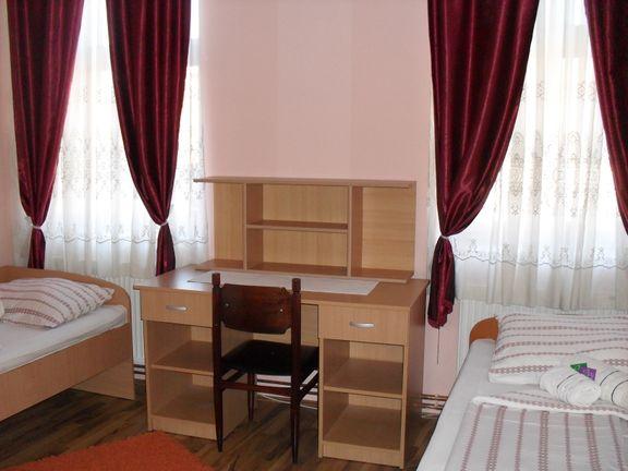 Izdajem sobe u centru Prokuplja