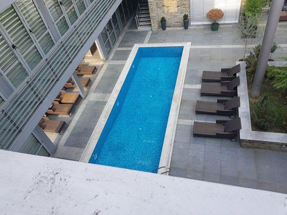 stan 48m2 sa bazenom i 110m2 terasom