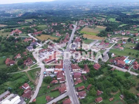 Atraktivan plac u centru Knića ID#6539