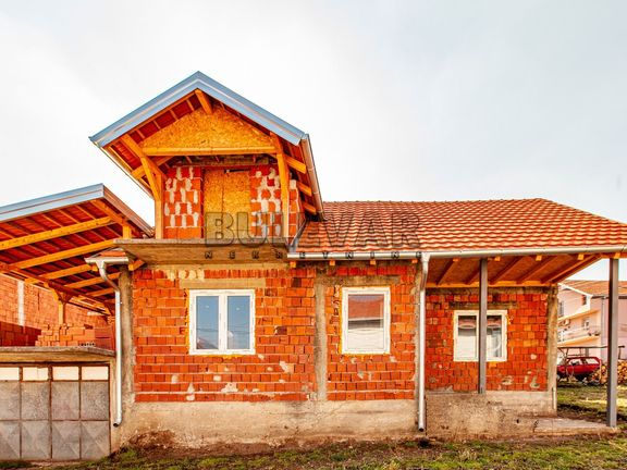 PORODIČNA KUĆA, TROŠARINA, 3 ARA, 127 m2, 55.000 E