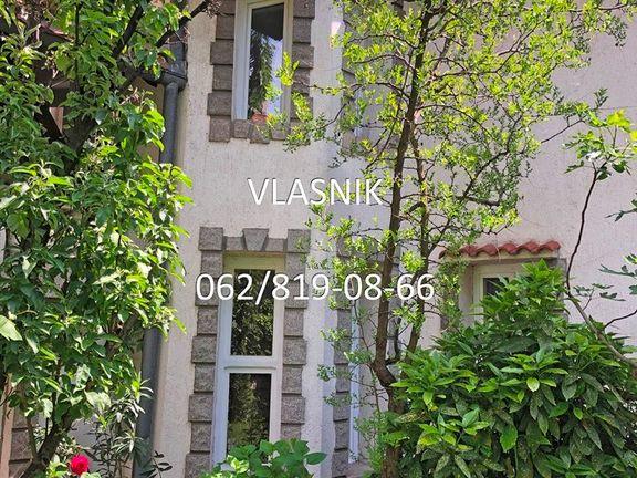 Vlasnik prodaje kucu od 400m2 i 4 ara placa kod Voulez-Vous-a