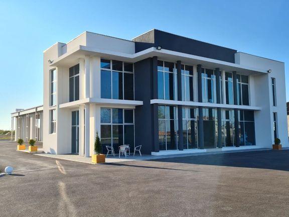 LUX Poslovna zgrada 1230m2 i 150 ari placa