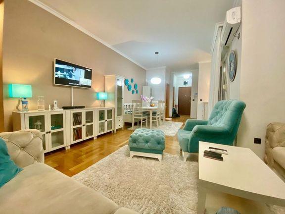 ~ LUX stan u centru grada - garaža - useljiv ~~~