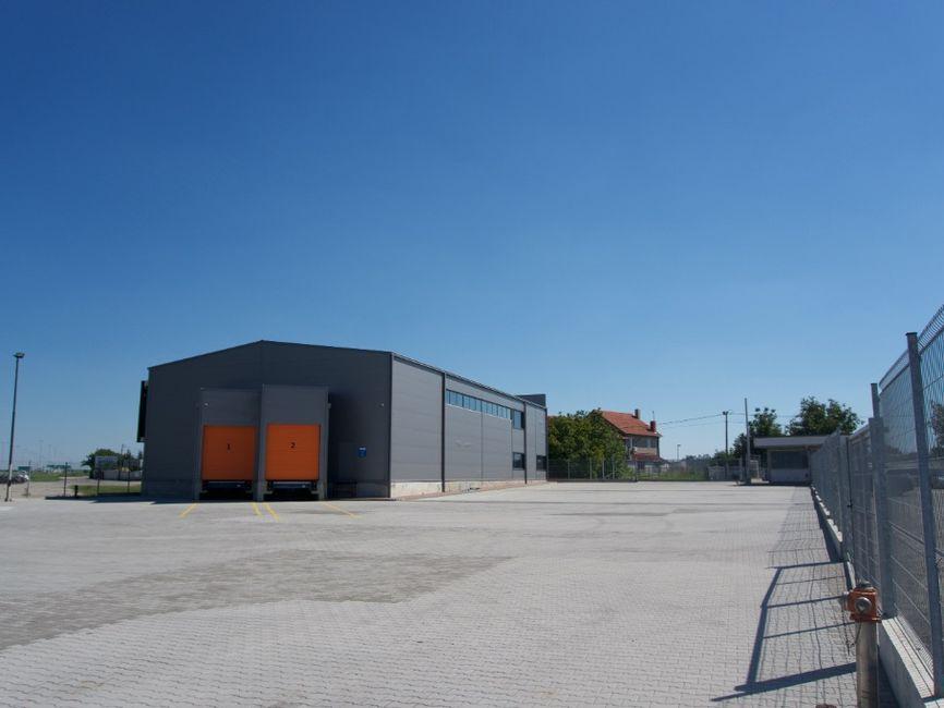 Kancelarijski i magacinski prostor pored Autoputa - Dobanovci