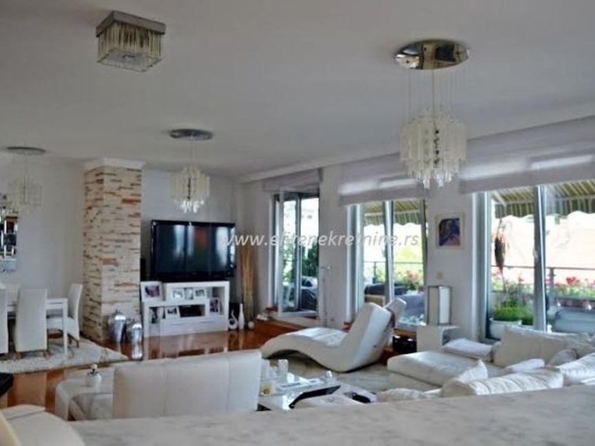 Luksuzan petosoban penthouse sa garažom