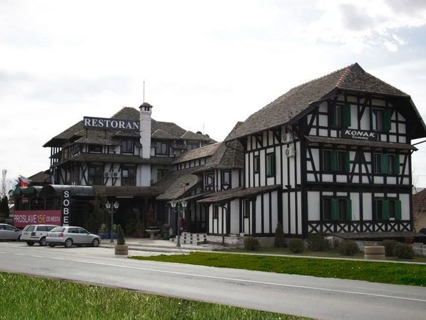 Hotel 1400m2 - 60km od Beograda (razradjen posao)