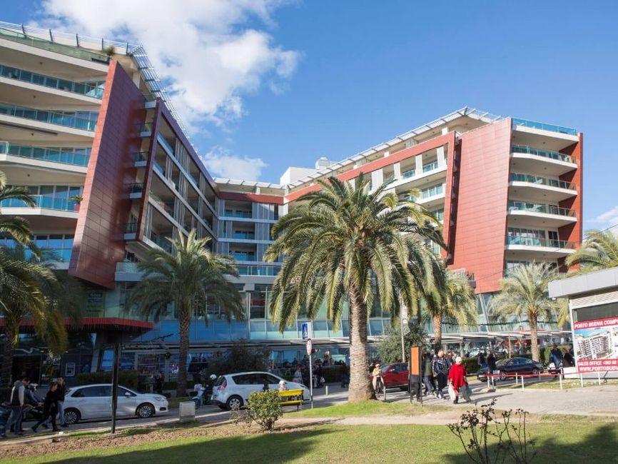 Budva, TQ Plaza – dvosoban luksuzan apartman s otvorenim pogledom na more