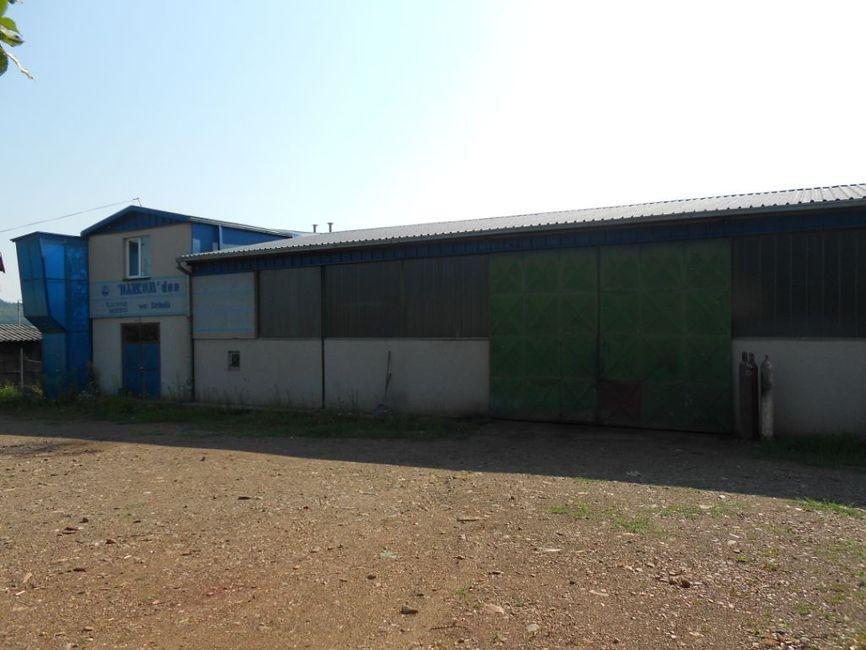 Proizvodna hala sa poslovnim kancelarijama i nadstrešnicom za skladištenje