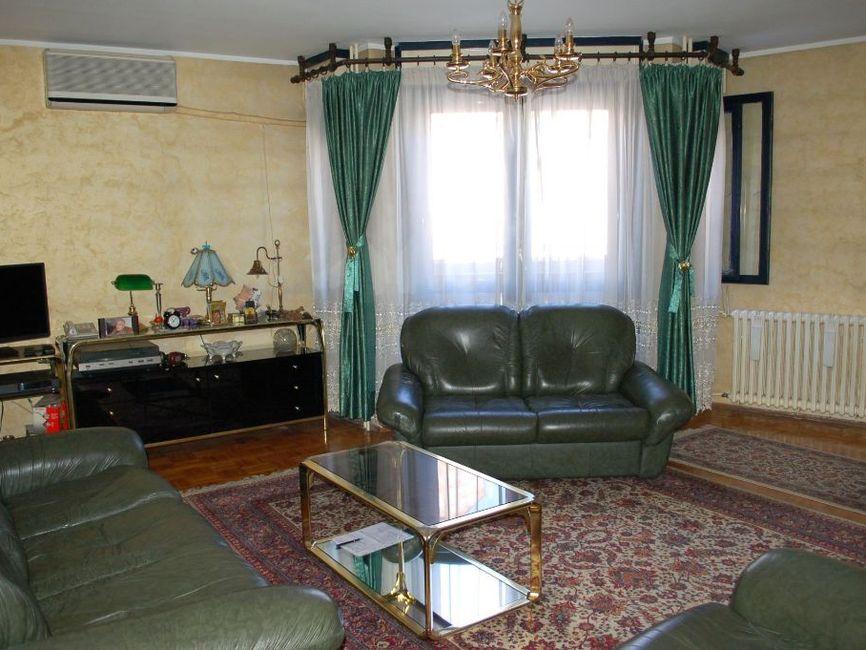 Odličan stan u strogom  centru grada, Cetinjska 115m2
